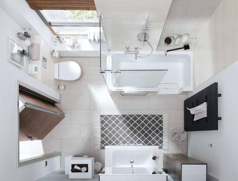 Entzuckend Ein Kleines Badezimmer Mit Badewanne.