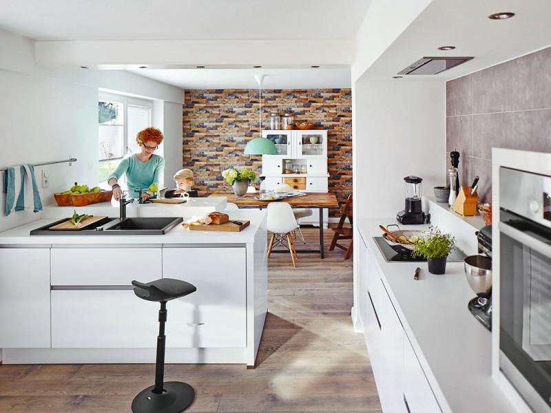 Exceptionnel Treffpunkt Wohnküche: Die Neue Offenheit Beim Kochen Fördert Die  Kommunikation Und Dient So Auch Der